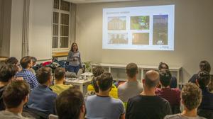 Diane Larlus presenting visual search at Cowork